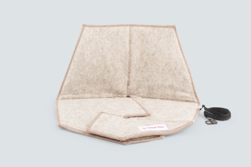 Heated pad Heather in beige with a gray background