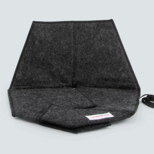 Heated pad Heather in black with a gray background
